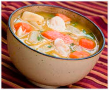 Суп, суп с курицей и овощами